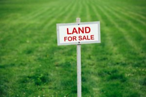 buying-selling-canadian-land